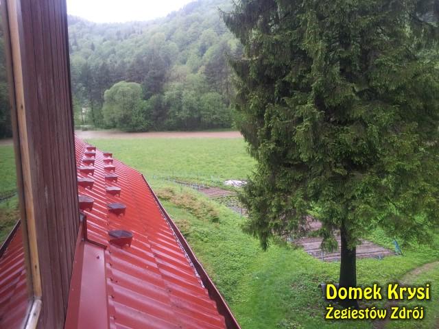 Domek Krysi otoczony jest Dolin a rzeki Poprad. W czasie wezbrań nasi goście są bezpieczni i mogą obserwować wartki żywioł..
